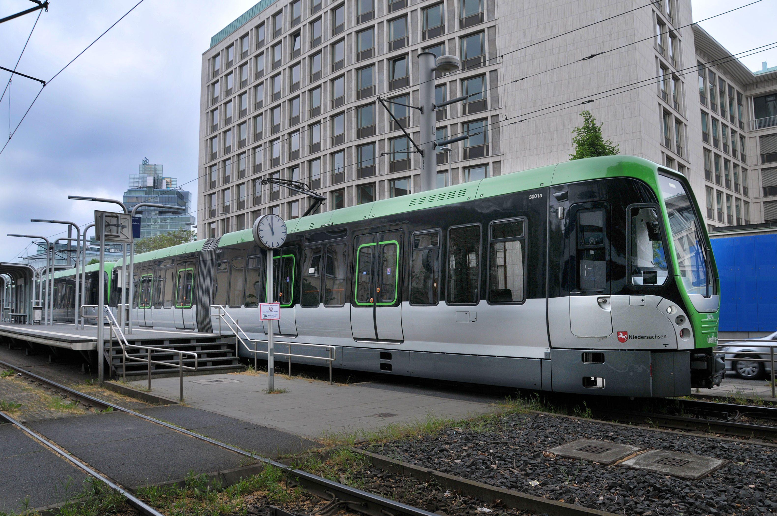 Letzter Stadtbahnzug am Aegie